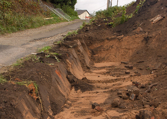 Further excavation of roadside area to remove Knotweed